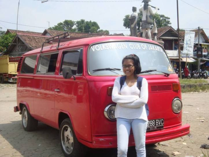Wartawan depokPress, Prasasti Prasanti sedang melakukan studi penelitian ke Suku Baduy, Banten (2013)