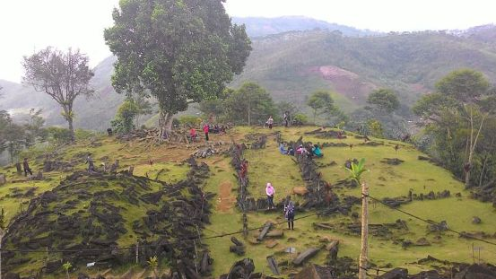 Gunung_Padang_5th_terrace.jpeg