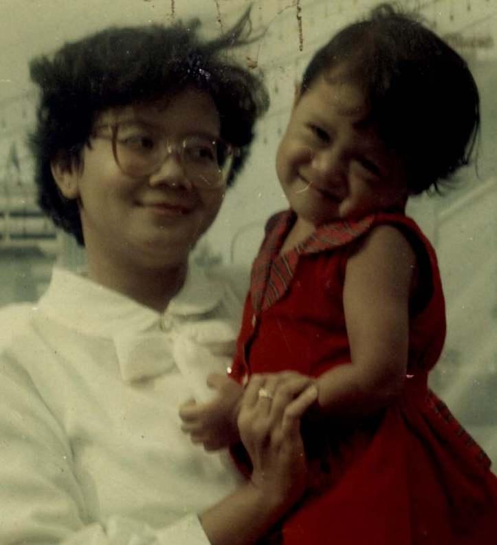 Ibu Ning (Muningsih) dengan putri kesayangannya.